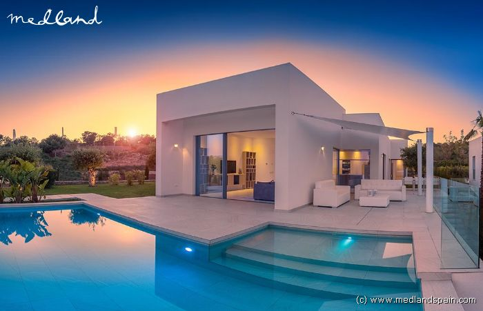 moderne luxe villa in las colinas golf. Black Bedroom Furniture Sets. Home Design Ideas
