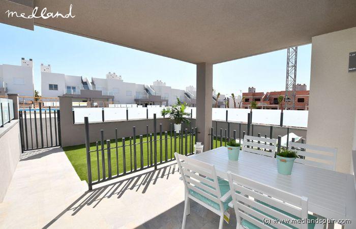 appartement rez de chauss e avec jardin torrevieja. Black Bedroom Furniture Sets. Home Design Ideas