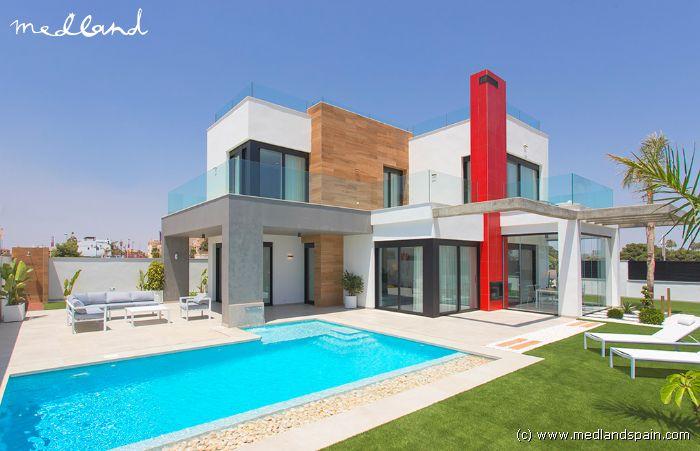 Modernas villas con piscina privada y vistas al mar a 200 for Piscina los alcazares