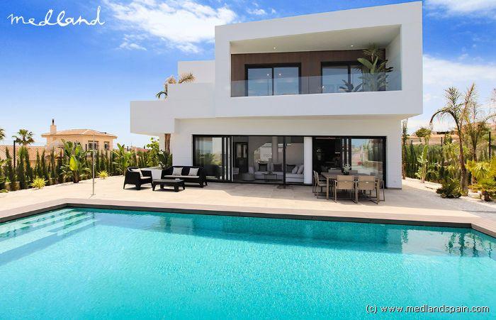 Zwembad Op Dakterras : Moderne villa met eigen zwembad en dakterras in ciudad quesda