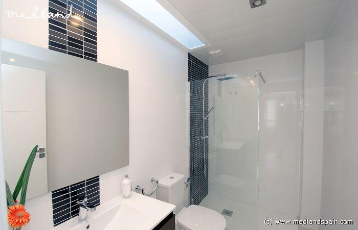 Villa met priv zwembad in pilar de la horadada - Ouderlijke suite met badkamer en kleedkamer ...