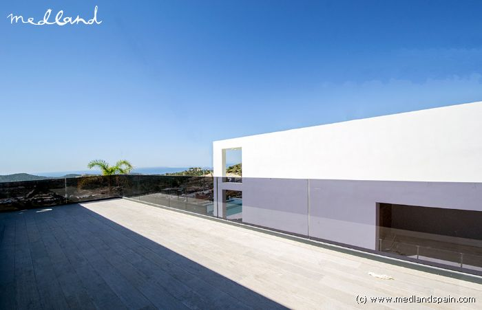 Villa met 4 slaapkamers, kelder en zwembad in Finestrat