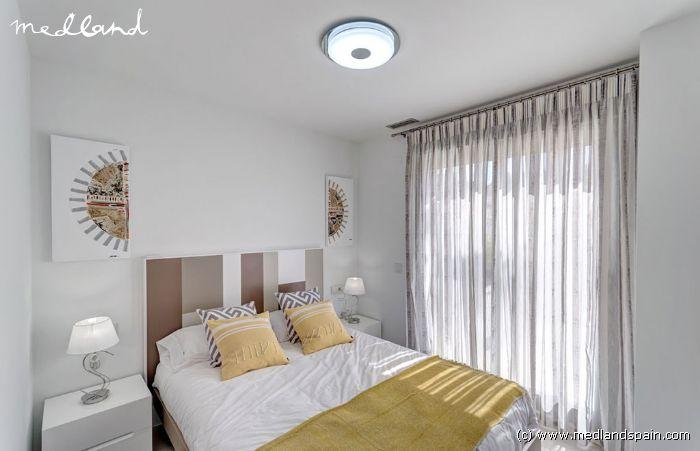 Moderne fritstående villa med 3 soveværelser og kælder i Orihuela Costa