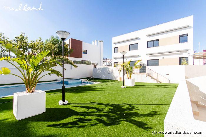 appartement au rez de chauss e avec jardin priv punta prima zone. Black Bedroom Furniture Sets. Home Design Ideas