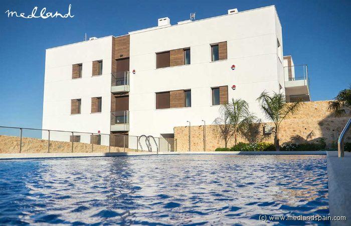 Modernos apartamentos en el golf y muy cerca de la playa for Apartamentos modernos playa