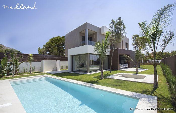 Luxe villa met eigen zwembad en kelder in finestrat benidorm for Luxe villa met zwembad