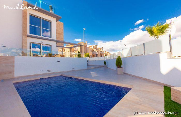 Villa met 3 slaapkamers, zwembad en kelder in Orihuela Costa
