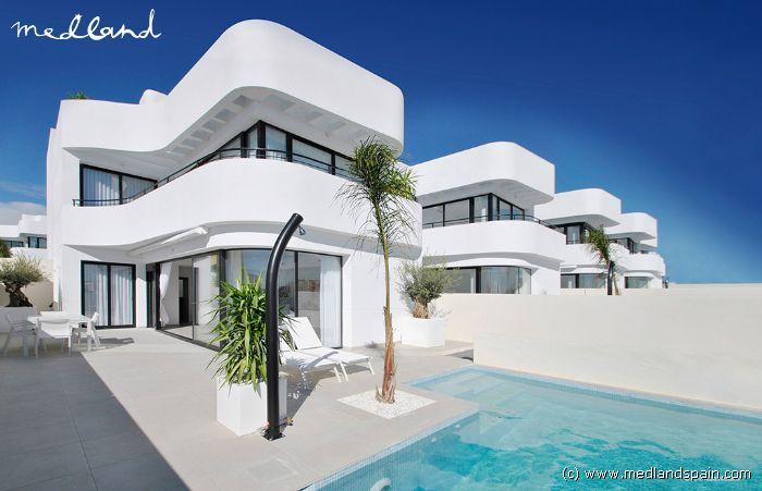 Zwembad In Huis : Villa met eigen zwembad in de urbanisatie la marina
