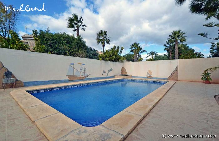 Chalet con piscina privada en do a pepa ciudad quesada for Pepa en la piscina